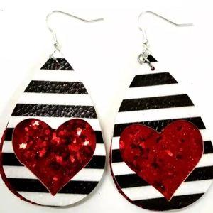 Jewelry - LAST 1🆕️Teardrop glittery heart earrings